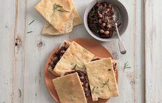 aprende cómo hacer Focaccia rellena de cebolla y frijoles con vinagre balsámico en este post http://exquisitaitalia.com/focaccia-rellena-de-cebolla-y-frijoles-con-vinagre-balsamico/ #recetas #recetasitalianas