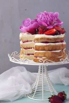 Strawberry and cheese cream Naked cake
