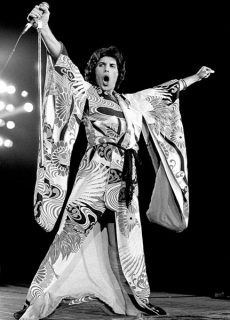 Freddie Mercury - got to see Queen one time, and think FM has the best voice ever! Queen Freddie Mercury, Great Bands, Cool Bands, Fred Mercury, Mercury Black, Hard Rock, Freddie Mercuri, Roger Taylor, We Will Rock You