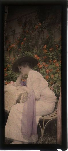 Unidentified photographer, Woman reading in garden, 1912, Autochrome (via George Eastman House)