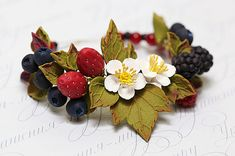 Floral berry clay bracelet. Strawberry blueberry blackberry polymer bracelet. Strawberry blossom bracelt. Bracelet with flowers and berries.