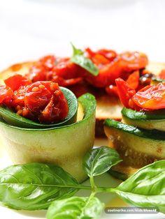 Tiho pečen paradajz i tikvice