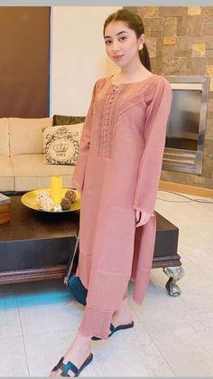 Pakistani Fashion Party Wear, Pakistani Fashion Casual, Pakistani Dresses Casual, Indian Fashion Dresses, Pakistani Dress Design, Beautiful Dress Designs, Stylish Dress Designs, Designs For Dresses, Fancy Dress Design