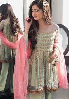 Let's get you out from the dilemma of choosing the right dress for your BFF's D-Day! Here are Indian bridesmaids outfits ideas for 2020 that you can try out! Pakistani Dresses Casual, Pakistani Wedding Outfits, Pakistani Bridal Dresses, Pakistani Dress Design, Bridal Outfits, Bridal Lehenga, Pretty Wedding Dresses, Wedding Dresses For Girls, Party Wear Dresses