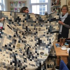 And Gill @gnic19 brought in a lively #nocturnefabric quilt to show me too #showmethemoda