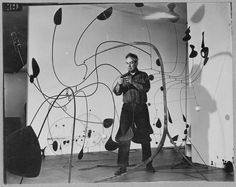 Alexander Calder installing his show at MoMA, 1944 Mobile Sculpture, Art Sculpture, Abstract Sculpture, Wire Sculptures, Alexander Calder, Mobiles, Miro, Kinetic Art, Thing 1