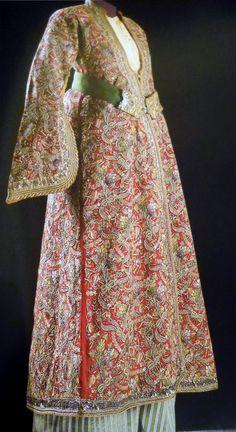Entari 18th Century known as Tepebaşı wool fabric silver thread silk thread