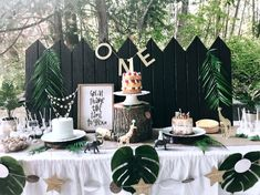 Baby Birthday Themes, 1 Year Old Birthday Party, Boys 1st Birthday Party Ideas, Jungle Theme Birthday, 1st Birthday Girls, Jungle Theme Parties, Safari Theme Party, Bohemian Birthday Party, Curious George Party