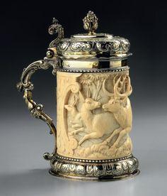 Starožitný korbel • stříbro a ručně vyřezávaná slonovina