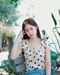 Korea Fashion, Beautiful Asian Girls, Ulzzang Girl, Pose Reference, Polka Dot Top, Actresses, Crop Tops, Outfits, Beauty
