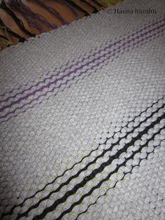 Hanna hurahti: Kudonta Weaving, Diy, Loom, Rugs, Bricolage, Do It Yourself, Loom Weaving, Crocheting, Knitting