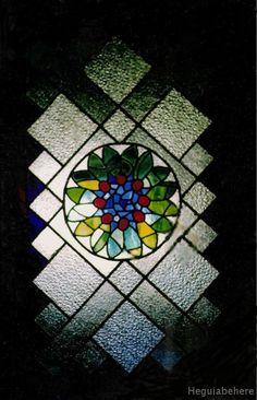 vitrales ventanas floral Vitrales fondo geometrico y centro floral.-  #vitraux  #vidrio   #glass-art  #vetrata-decorata