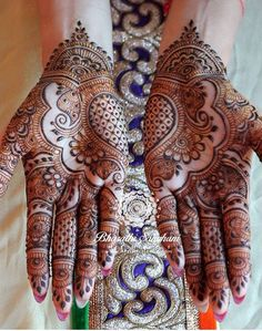 A beautiful inspiring henna design! Mehndi artist unknown so please if you come across this image and you are or you know the artist please comment below and I will add it to the description! Henna Hand Designs, Mehandi Designs, Wedding Mehndi Designs, Latest Mehndi Designs, Beautiful Henna Designs, Beautiful Mehndi, Henna Tattoo Designs, Mehndi Tattoo, Henna Tatoos
