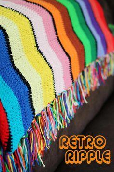 It's so groovy! Find the free pattern for this retro ripple crochet blanket on Haakmaarraak.nl.