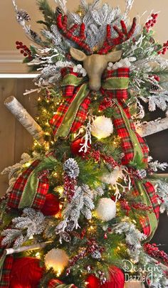 Christmas Decorating Tips & Hacks. Tree designed by Toni of Design Dazzle #christmastree  Using ribbons fills in gaps