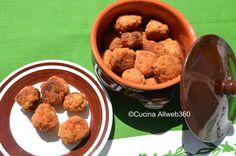 Polpette di carne fritte, la ricetta base per preparare delle polpette croccanti fuori e morbide dentro. Ottime come secondo piatto.