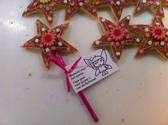 Je neemt: 1 eierkoek glazuurstiften cupcakeversiersels naar keuze 1 (kleur)potlood wat lint en een kaartje  Het sterretje kun je uitsteken met een koekjesvorm of een mal maken van papier of karton. Weinig tijd? Teken dan de ster op de eierkoek, versier alleen de binnenkant van de ster en laat de eierkoek heel. Birthday Treats, Party Treats, Party Gifts, Birthday Parties, Diy For Kids, Gifts For Kids, Fairytale Party, Little Presents, Projects To Try
