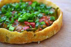 Kruche ciasto bezglutenowe na tartę można zrobić z kaszy jaglanej. Warzywna tarta jaglana to zdrowy, smaczny i kolorowy pomysł na obiad lub kolację.