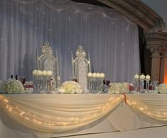 """The """"throne"""" table for the bridal couple - """"cinderella wedding"""""""
