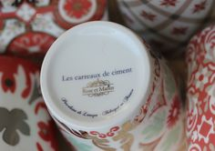 Porcelaine fine de Limoges, et platine. Posé à la main, en France
