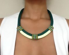 Collier ethnique vert foncé collier pour par VChristinaCollection