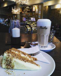 Auto huollossa minä etätöissä tässä viehättävässä kahvilassa jonka kaikki leivonnaiset leivotaan paikan päällä  #kahvila #cafelauri #etätyö #latte #kakku #porkkanakakku #cafelatte #carrotcake #dessert #food #desserts #mmm  #yum #yummy #amazing #instagood #sweet  #cake #dessertporn #delish #foods #delicious #tasty #eat #eating  #foodpics #sweettooth