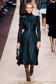 Fendi Fall 2019 Ready-to-Wear Fashion Show - Vogue Catwalk Fashion, Vogue Fashion, Fashion 2020, Fashion Week, Daily Fashion, High Fashion, Fashion Outfits, Womens Fashion, Fashion Trends