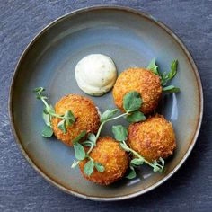 Pea Croquettes Recipe with Feta and Mint Mayo Check out these crispy croquettes with peas and crumbly Yorkshire fettle. This impressive veggie recipe comes from chef Chris Boustead of new Islington restaurant, Linden Stores Chef Recipes, Side Dish Recipes, Veggie Recipes, Party Recipes, Recipies, Dinner Recipes, Quick Vegetarian Dinner, Autumn Recipes Vegetarian, Vegetarian Cheese