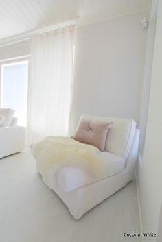 Coconut White: Olohuoneen uusi tulokas: Ikean Kivik tuoli