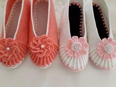 BURNU HAVAYA KALKAN BABET PATİKLERE SON ( BİRDE BENDEN İZLEYİN ) - YouTube Spa Slippers, Felted Slippers, Knitting Designs, Knitting Patterns, Crochet Patterns, Diy Ribbon Flowers, Crochet Flowers, Crochet Shoes, Crochet Slippers