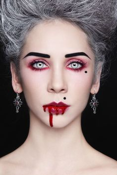 What makes a good Halloween vampire costume? It doesn't matter so much what you wear; great Halloween vampire makeup and a great pair of fangs is all you need for a Halloween vampire costume. by sherrie Creepy Halloween Makeup, Pretty Halloween, Costume Halloween, Halloween Diy, 50s Costume, Hippie Costume, Halloween Fashion, Halloween Pictures, Cosplay Costumes