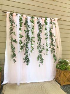 Bridal Shower Backdrop, Bridal Shower Tables, Bridal Shower Photos, Bridal Shower Rustic, Rustic Bridal Shower Decorations, Tulle Backdrop, Photo Booth Backdrop, Bridal Shower Planning, Altar