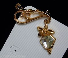 Vintage-Christmas-Gold-Tone-Faceted-Clear-Lucite-Hanging-Street-Lantern-Brooch