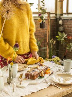 Sweet treat: banana and walnut cake with borage Dried Banana Chips, Baking Parchment, Un Cake, Walnut Cake, Cake Tins, Edible Flowers, Food Processor Recipes, Sweet Treats, Banana Bread