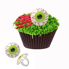 Make Terraria Eye of Chutlulu Cupcakes with Eye Cupcake Rings | Easy Terraria Party Desserts #TerrariaParty #TerrariaBirthday