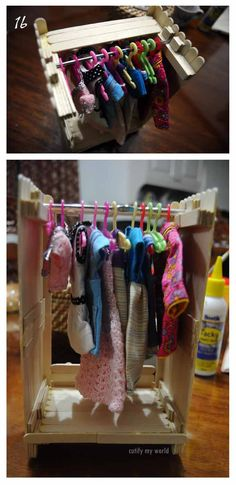 cutify my world: Wednesday Blythe - Dress Rack and Hangers DIY Popsicle Stick Crafts House, Craft Stick Crafts, Popsicle Sticks, Diy Barbie Clothes, Doll Clothes, Barbie Doll House, Barbie Dolls, Barbie Patterns, Barbie Accessories