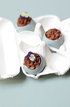 oeufs chocolat paques - Marineiscooking Napkin Rings, Tableware, Easter Party, Kitchens, Recipes, Dinnerware, Tablewares, Dishes, Place Settings