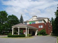 South Burlington (VT) Holiday Inn Express South Burlington United States, North America Stop at Holiday Inn Express South Burlington to discover the wonders of South Burlington (VT). The hotel offers a wide range of amenities and perks to ensure you have a great time. Service-minded staff will welcome and guide you at the Holiday Inn Express South Burlington. Comfortable guestrooms ensure a good night's sleep with some rooms featuring facilities such as non smoking rooms, air ...