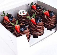 New Baking Ideas Cupcakes Muffin Tins Ideas Baking Cupcakes, Fun Cupcakes, Wedding Cupcakes, Cupcake Cakes, Cake Recipes, Dessert Recipes, Bridal Shower Desserts, Holiday Cupcakes, Floral Wedding Cakes