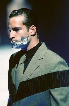 1998 - Alexander McQueen show - silver jaw by Shaun Lean Fashion Spring, High Fashion, Fashion Art, Runway Fashion, Fashion Design, Mens Fashion, Alexander Mcqueen Mens, Spring Photography, Fashion Photography