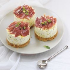Cheesecakes herbes fraîches, pistaches et rubans de Serrano aoste - Käsekuchen-Rezepte Quiches, Savory Cheesecake, Fingerfood Party, Snacks, Diy Food, Cheesecakes, Finger Foods, Appetizer Recipes, Cake Recipes