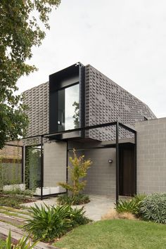 Wickham House sees MODO Architecture reinterpret internal zoning through a play on volume, level changes and spatial separators. Residential Architecture, Contemporary Architecture, Architecture Details, Interior Architecture, Mini Pool, Open Plan Living, Vic Australia, Australia House, The Locals