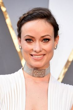 Olivia Wilde in a great necklace and earrings at the 2016 Oscars