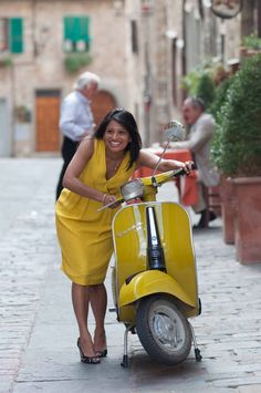 Wedding in Tuscany + a Vespa, can't get any more Italian than that!
