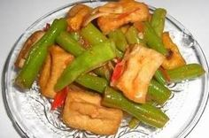 Tumis Boontjes (spitskool) met gebakken tahoe blokjes / recepten | Warungyogya.jouwweb.nl Tempeh, Tofu, Indonesian Cuisine, Dutch Recipes, Green Beans, Side Dishes, Easy Meals, Vegan, Traditional