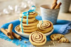 Zakręcone cynamonowe ciasteczka Christmas Eve, Sweets, Cookies, Fruit, Vegetables, Desserts, Recipes, Food, Crack Crackers