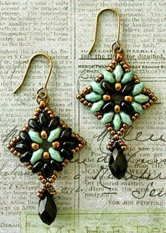 I adapted these earrings from a free Czech tutorial that you can find HERE  on the The Redheaded Cat - Beads  blog. There is a pendant pat...