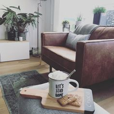 #kwantuminhuis Mok LET'S STAY HOME > https://www.kwantum.nl/wonen/keuken-artikelen/servies-bestek @laurawonen