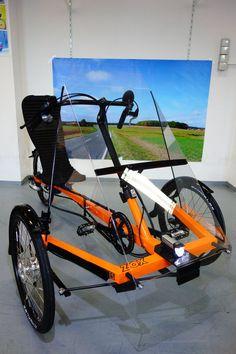Spaß auf drei Rädern! Ursprünglich nur als Projekt gedacht hat sich das ZOX Trike schon einen Platz im Herzen seiner Fahrer erobert: Das Dreirad mit Oben-Lenker erlaubt einen besonders bequemen Einstieg bei gleichzeitig rasantem Fahrverhalten.