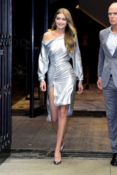 Winter clubbing outfit Looks Gigi Hadid, Style Gigi Hadid, Gigi Hadid Outfits, Gigi Hadid Dresses, Mode Outfits, Fashion Outfits, Fashion Tips, Fashion Bloggers, Style Fashion